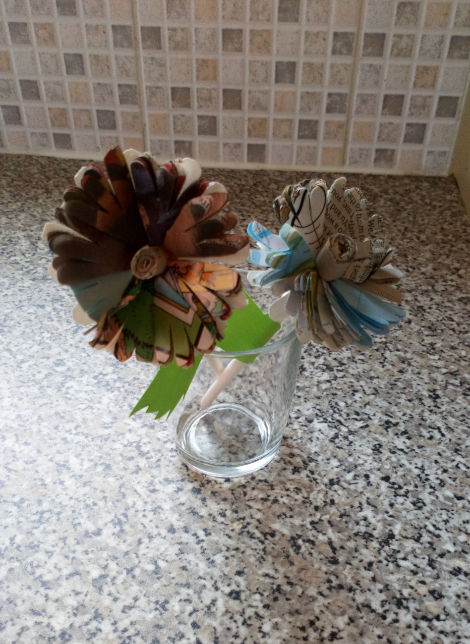 Lou helped people living with dementia and their families to make some beautiful paper flowers. Bring Joy Foundation fund made it possible to buy and post the materials to the group.